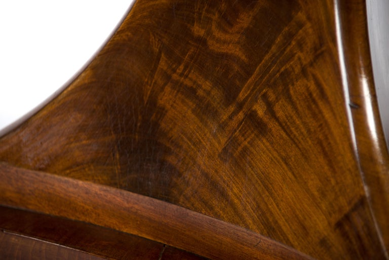 Antique 19th Century Dutch Empire Round Mahogany Dining Table For Sale 9