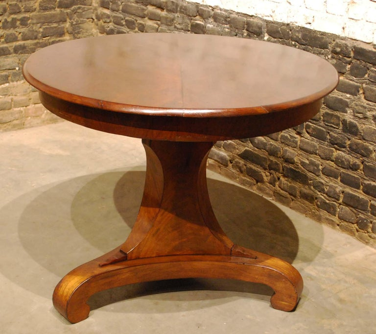 Antique 19th Century Empire Dutch Mahogany Round Dining Table In Good Condition For Sale In Casteren, NL