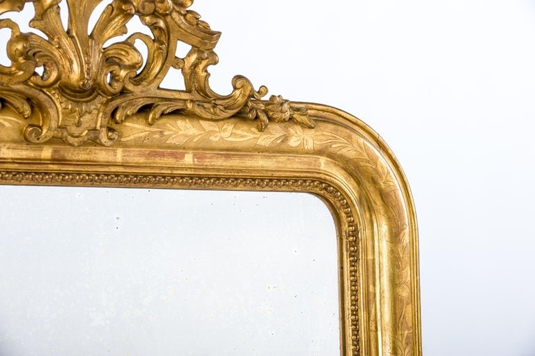 Antique 19th Century French Gold Leaf Gilt Louis Philippe Mirror with Crest In Good Condition In Casteren, NL