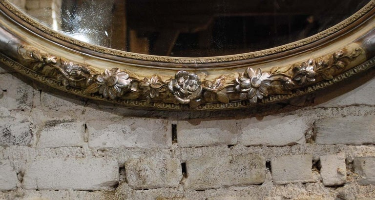 Antique 19th Century French Silver Leaf Gilt Oval Mirror with Crest In Good Condition For Sale In Casteren, NL