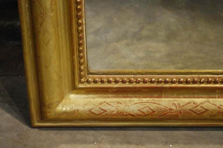 Antique 19th Century Gold Leaf Gilt French Louis Philippe Mirror with Crest For Sale 3