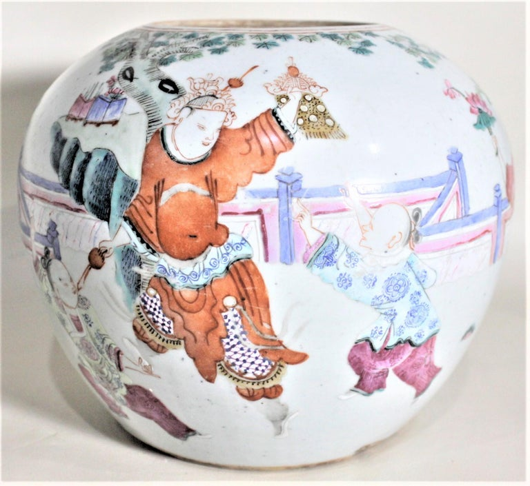 Antique 19th Century Hand Painted Chinese Porcelain Lidded Jar For Sale 4