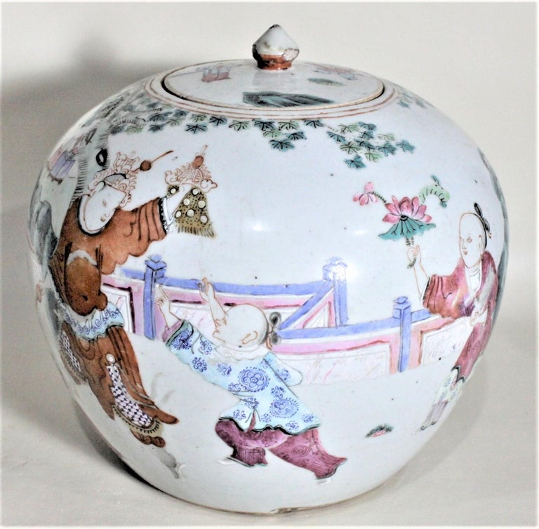Antique 19th Century Hand Painted Chinese Porcelain Lidded Jar In Good Condition For Sale In Hamilton, Ontario