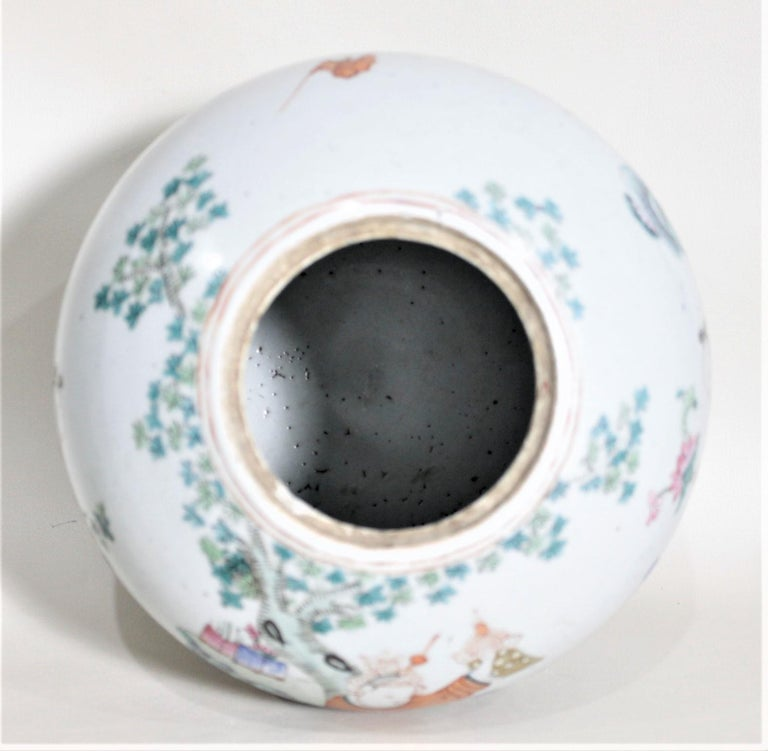 Ceramic Antique 19th Century Hand Painted Chinese Porcelain Lidded Jar For Sale