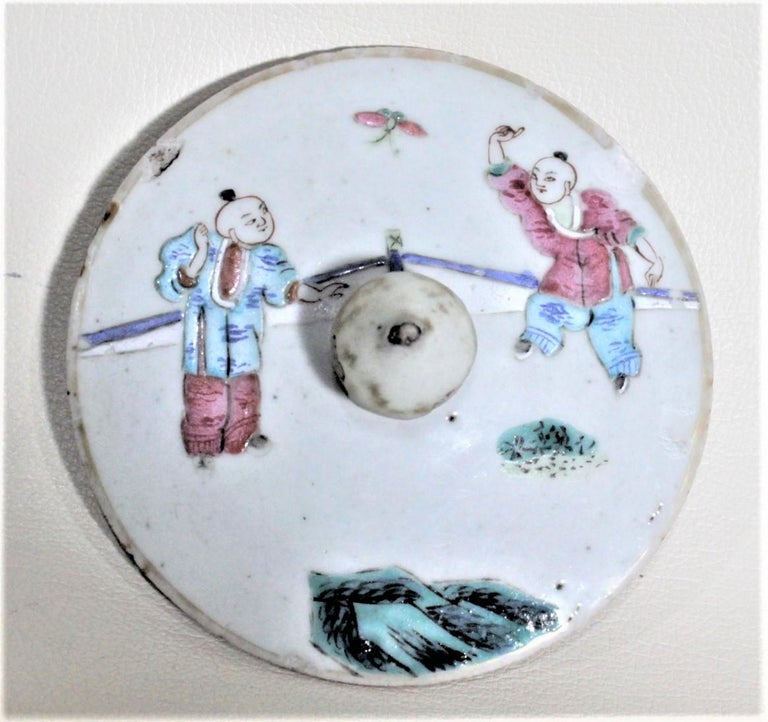 Antique 19th Century Hand Painted Chinese Porcelain Lidded Jar For Sale 1
