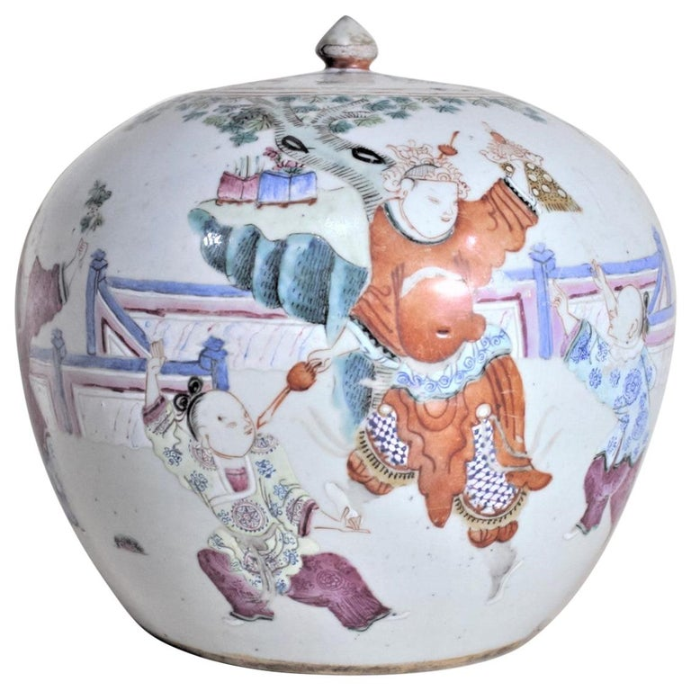 Antique 19th Century Hand Painted Chinese Porcelain Lidded Jar For Sale