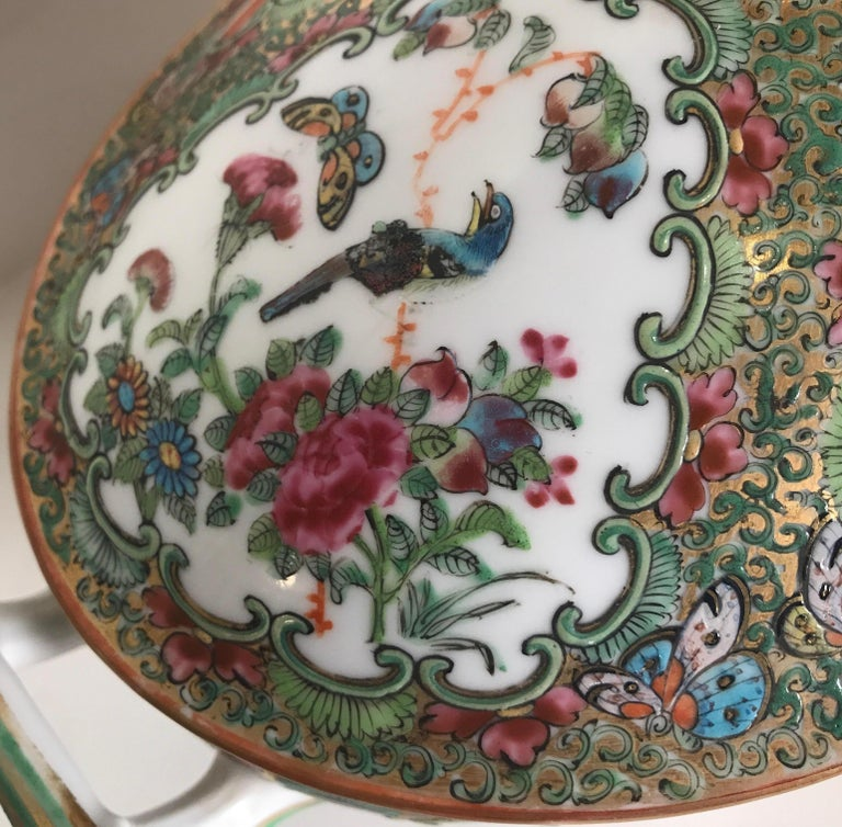 Antique 19th Century Rose Medallion Chines Export Tureen For Sale 2