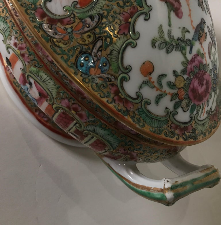 Antique 19th Century Rose Medallion Chines Export Tureen For Sale 3