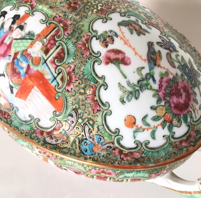Antique 19th Century Rose Medallion Chines Export Tureen For Sale 4