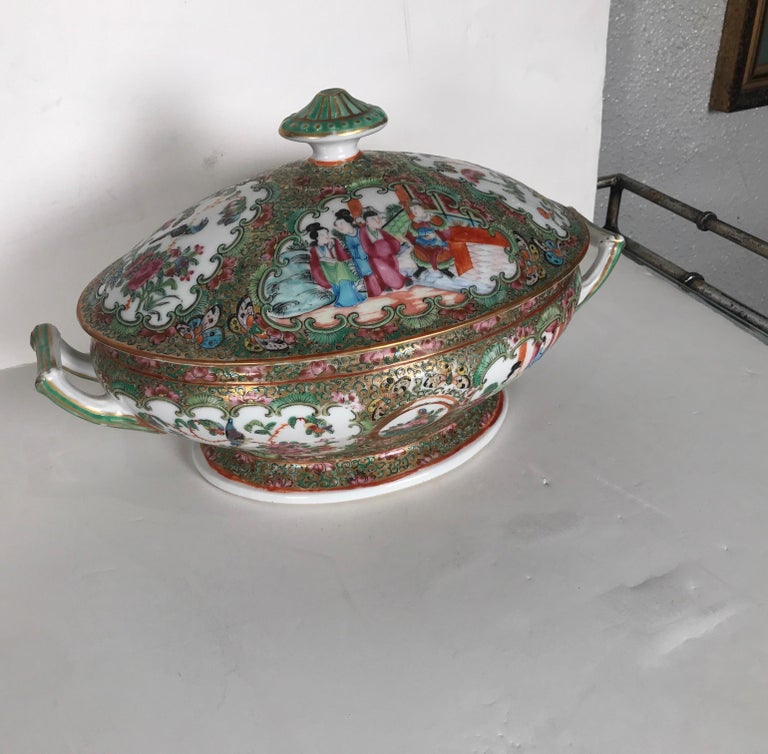 Chinese Export Antique 19th Century Rose Medallion Chines Export Tureen For Sale
