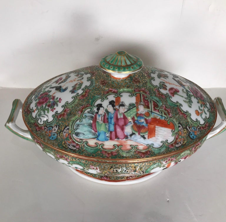 Chinese Antique 19th Century Rose Medallion Chines Export Tureen For Sale