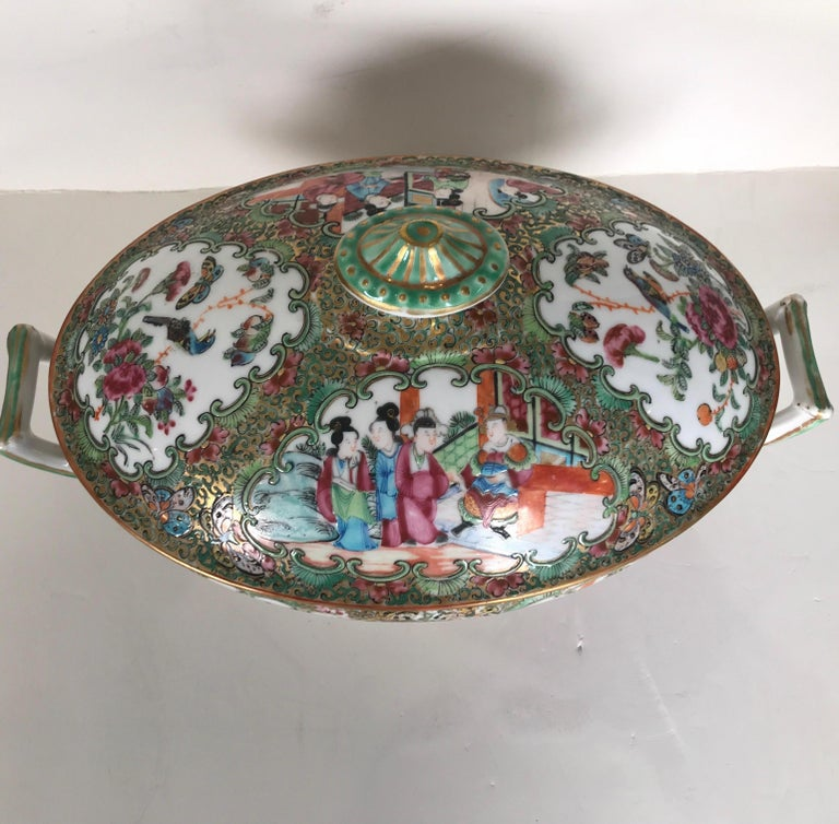 Hand-Painted Antique 19th Century Rose Medallion Chines Export Tureen For Sale