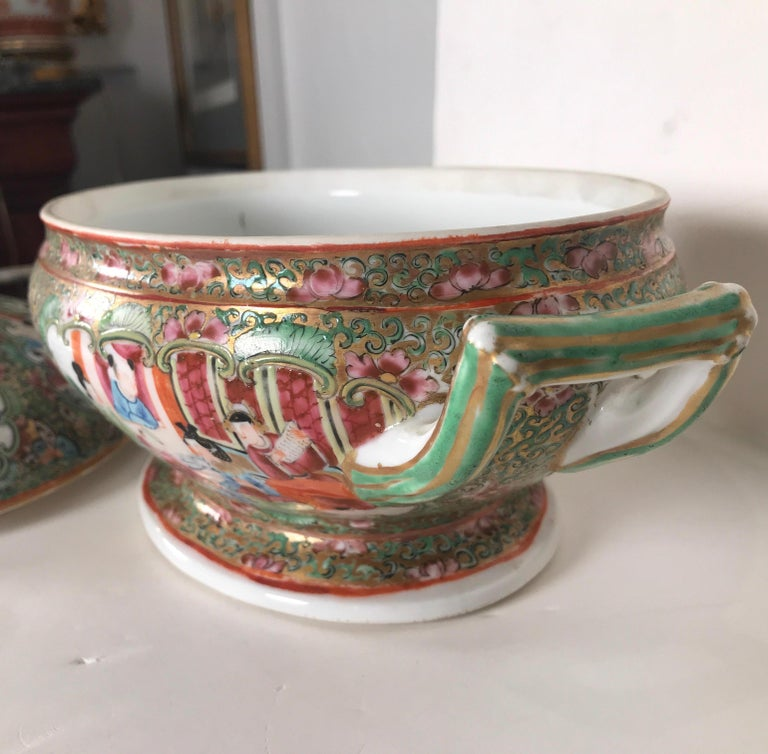 Late 19th Century Antique 19th Century Rose Medallion Chines Export Tureen For Sale