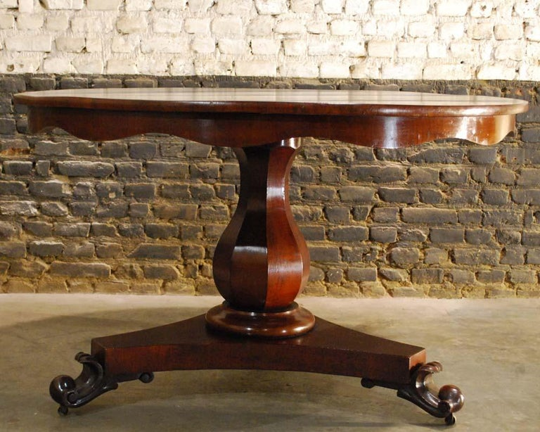 Empire Antique 19th Century Round Mahogany Dining Table For Sale