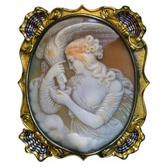 Antique 19th Century Shell Cameo Gold Brooch