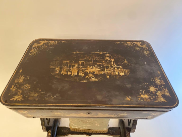 Antique 19th Century Small Chinese Lacquer Sewing Table For Sale 5