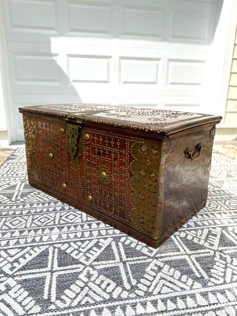 Antique 19th Century Teak Wood and Brass Studded Zanzibar Chest, c. 1850's In Good Condition For Sale In Fort Lauderdale, FL