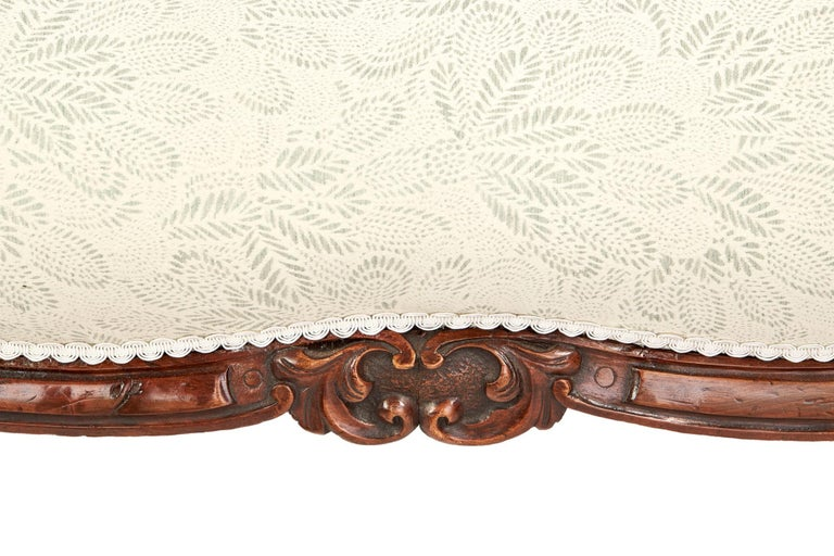 Antique 19th Century Victorian Walnut Carved Sofa In Excellent Condition For Sale In Norwich, GB