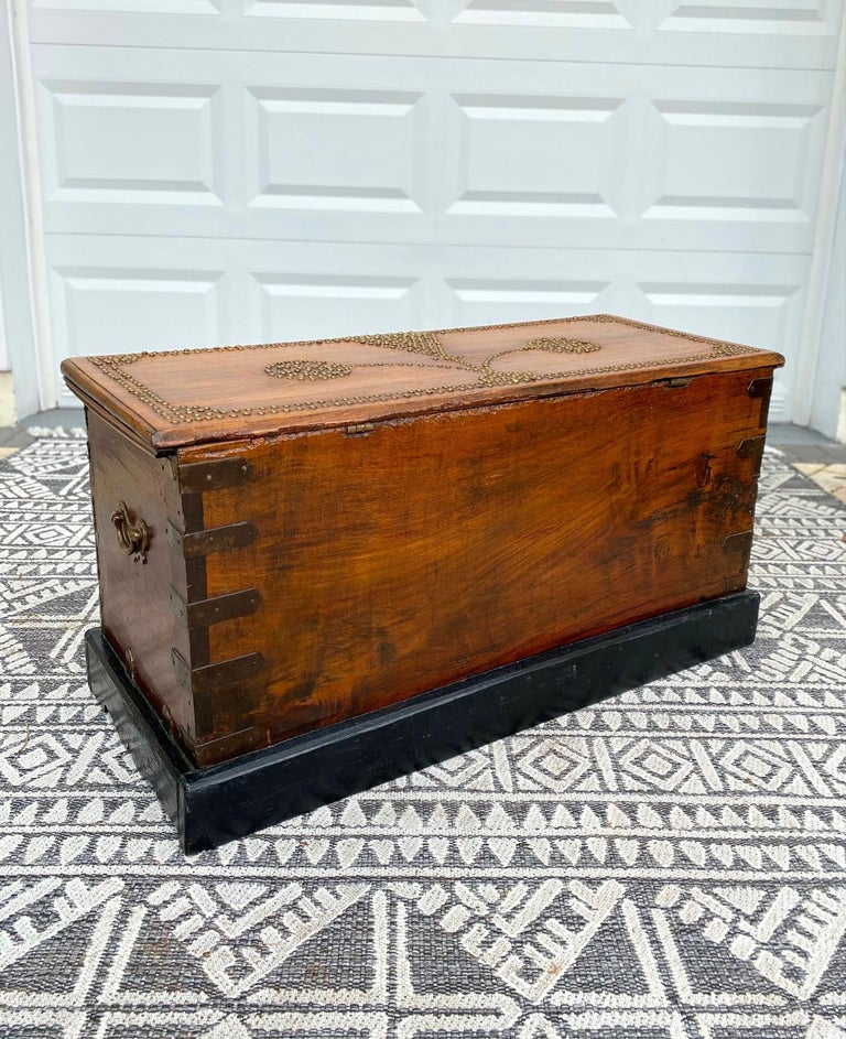 Antique 19th Century Zanzibar Chest in Teak Wood with Brass Overlay and Studs For Sale 5