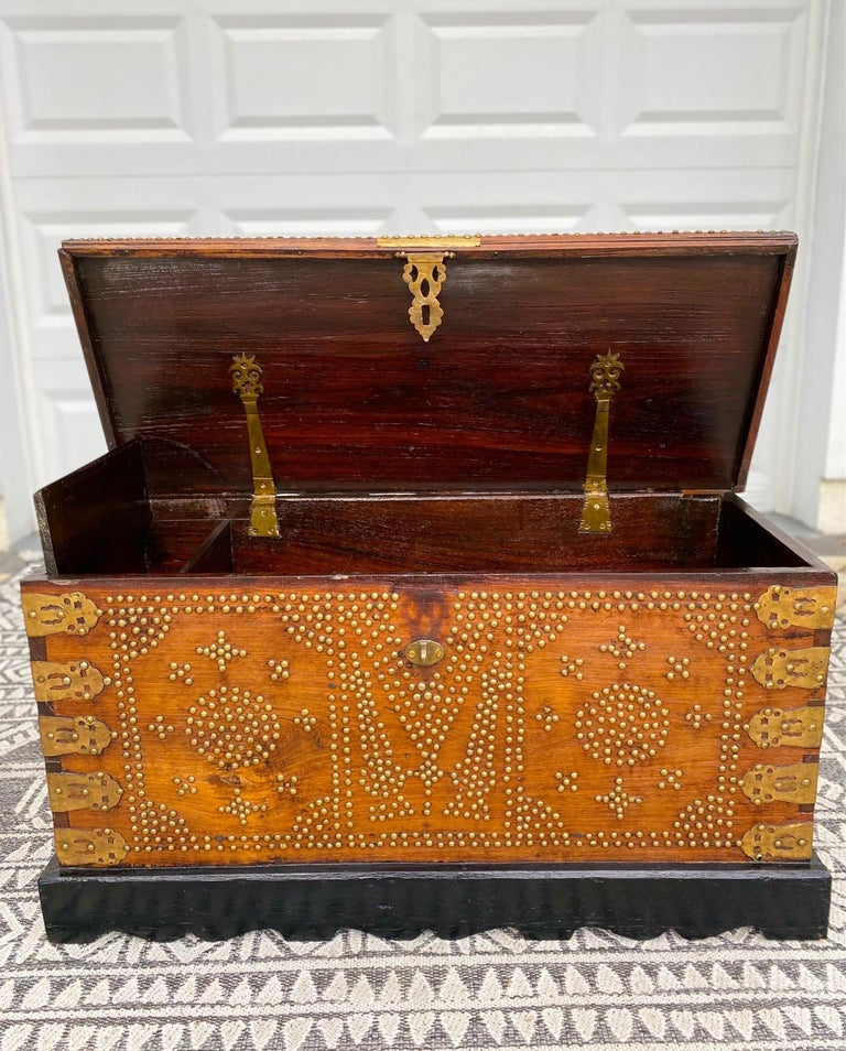 Antique 19th Century Zanzibar Chest in Teak Wood with Brass Overlay and Studs In Good Condition For Sale In Fort Lauderdale, FL