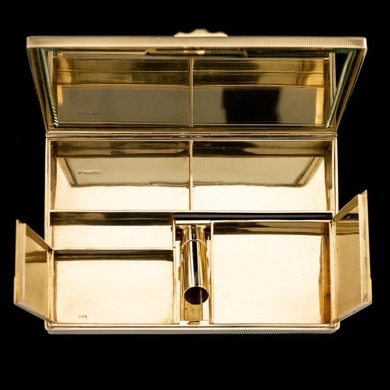 Antique 20th Century Cartier Art Deco 9-Karat Gold, Sapphires, Diamonds, Compact In Good Condition For Sale In London, London