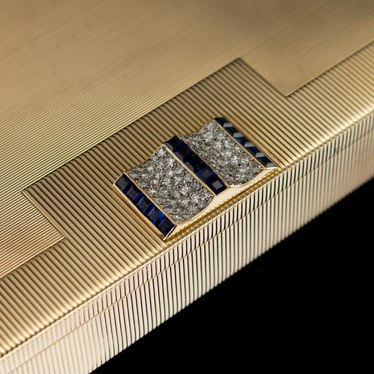 Antique 20th Century Cartier Art Deco 9-Karat Gold, Sapphires, Diamonds, Compact For Sale 4