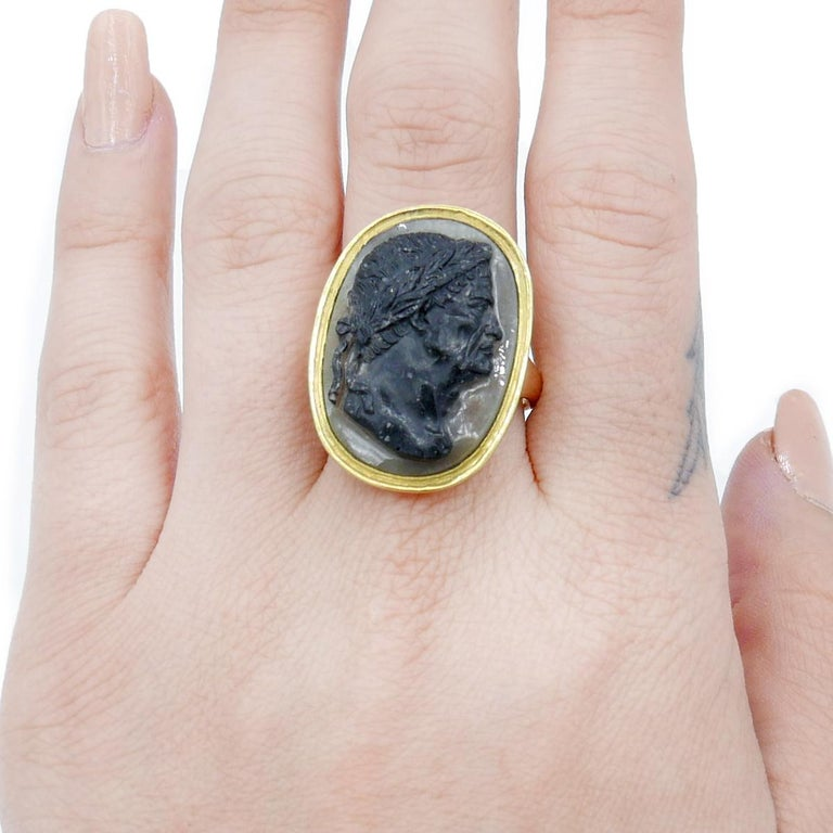 Antique 22 Karat Yellow Gold Hardstone Agate Cameo Roman Emperor Ring In Good Condition For Sale In New York, NY