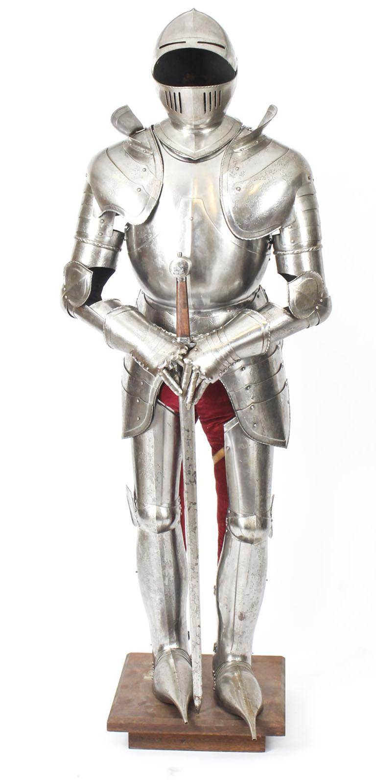 Antique Complete Set of Greenwich Style Tudor Armour, Early 20th Century For Sale 11