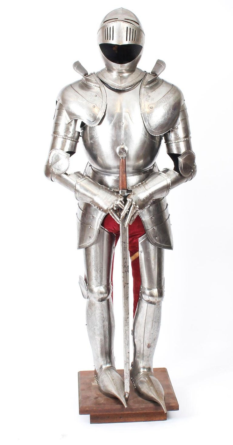 Antique Complete Set of Greenwich Style Tudor Armour, Early 20th Century In Good Condition For Sale In London, GB