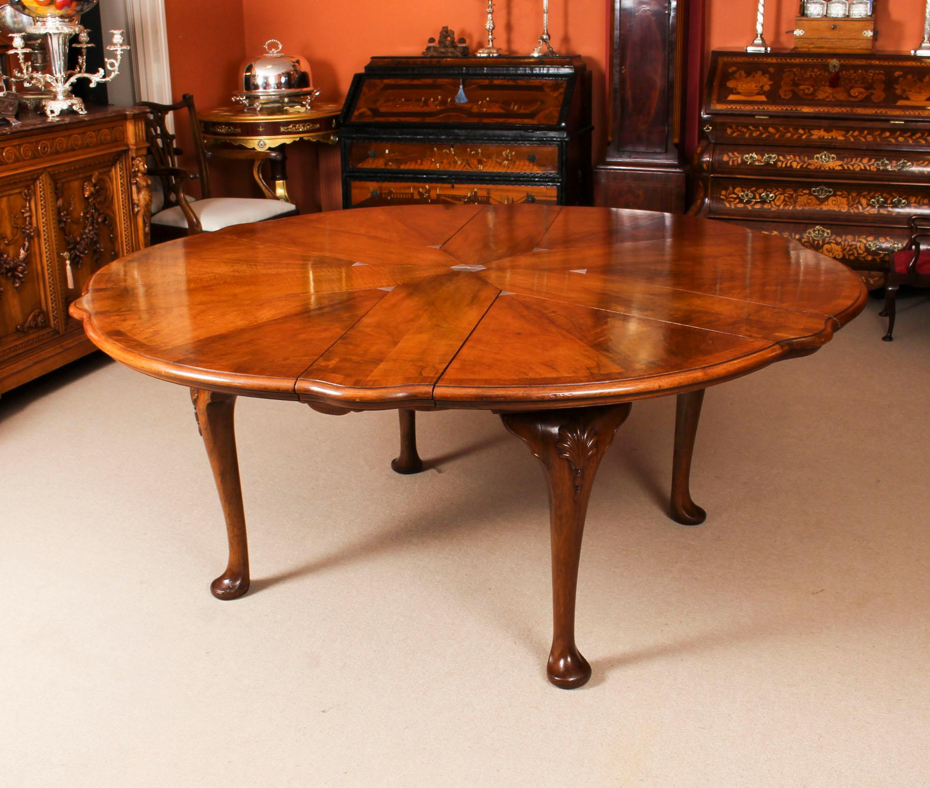 Antique Walnut Jupe Action Dining Table By Gillows, Late 19th Century