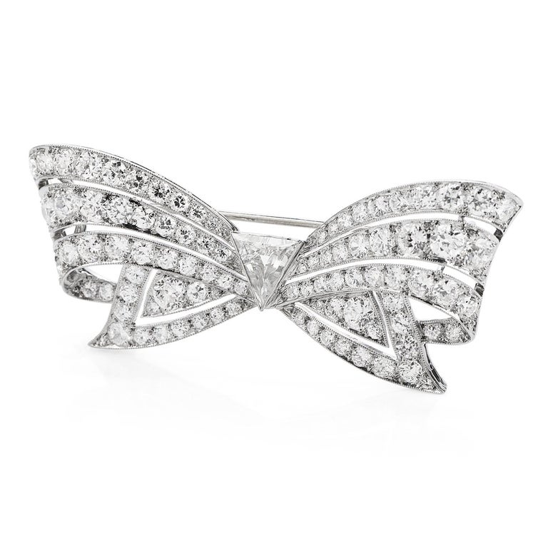 Art Deco Antique 8.60 Carats Diamond Platinum Cluster Bow Brooch Pin For Sale
