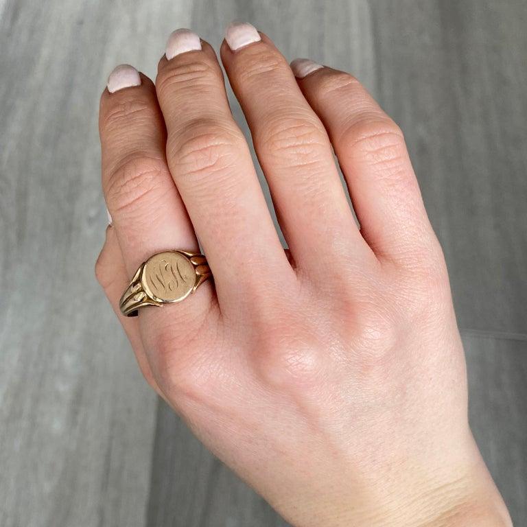 Women's or Men's Antique 9 Carat Gold Signet Ring For Sale