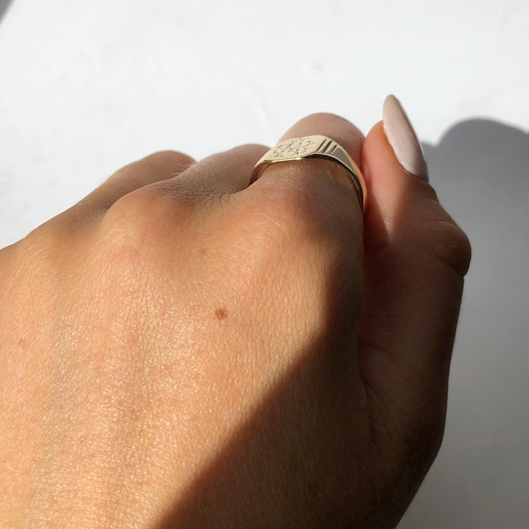 Antique 9 Carat Gold Signet Ring For Sale 1