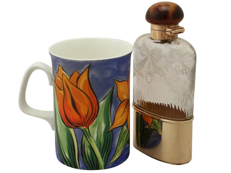 Antique Acid Etched Cut Glass and Yellow Gold Hip Flask In Excellent Condition In Jesmond, Newcastle Upon Tyne