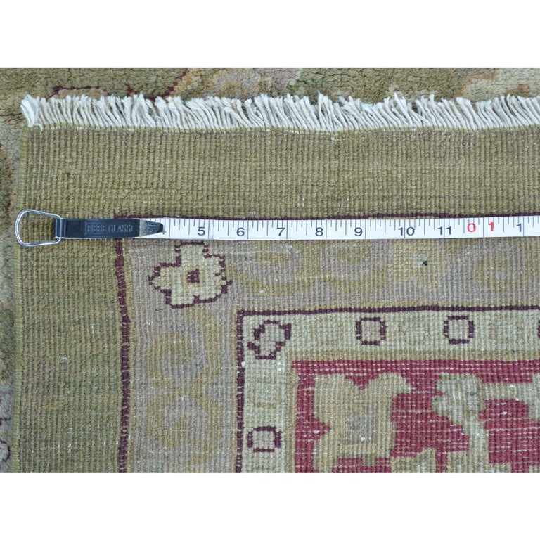 Antique Agra Mint Condition Full Pile Medallion Design Rug In Good Condition For Sale In Carlstadt, NJ