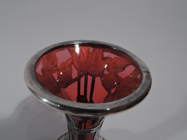 Antique Alvin Art Nouveau Red Glass Bud Vase with Silver Overlay In Excellent Condition For Sale In New York, NY