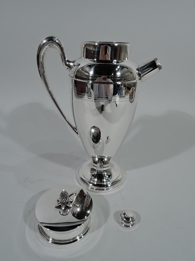 Antique American Art Deco Sterling Silver Cocktail Shaker In Excellent Condition For Sale In New York, NY