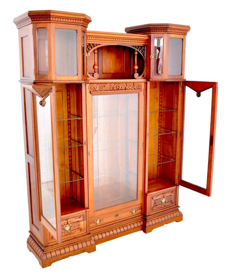 Antique American Eastlake Walnut Breakfront Bookcase/Hutch/Cabinet, circa 1890 In Good Condition For Sale In Portland, OR