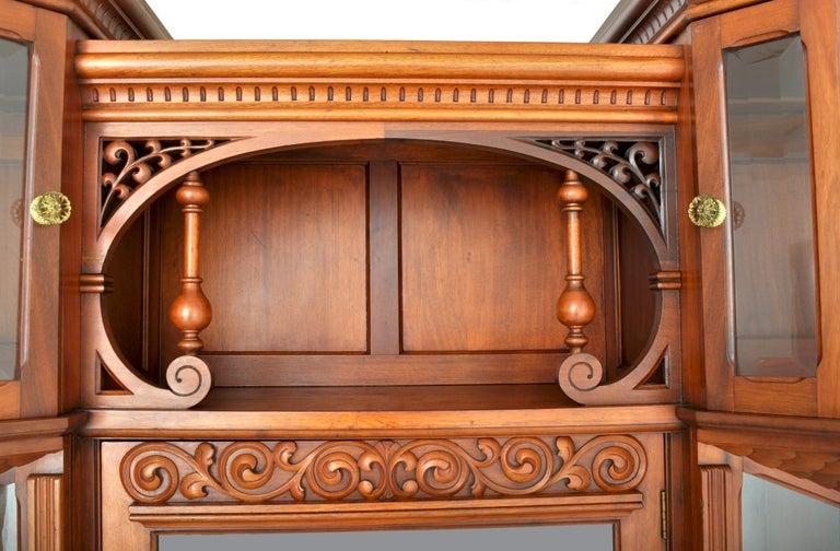 Antique American Eastlake Walnut Breakfront Bookcase/Hutch/Cabinet, circa 1890 For Sale 4