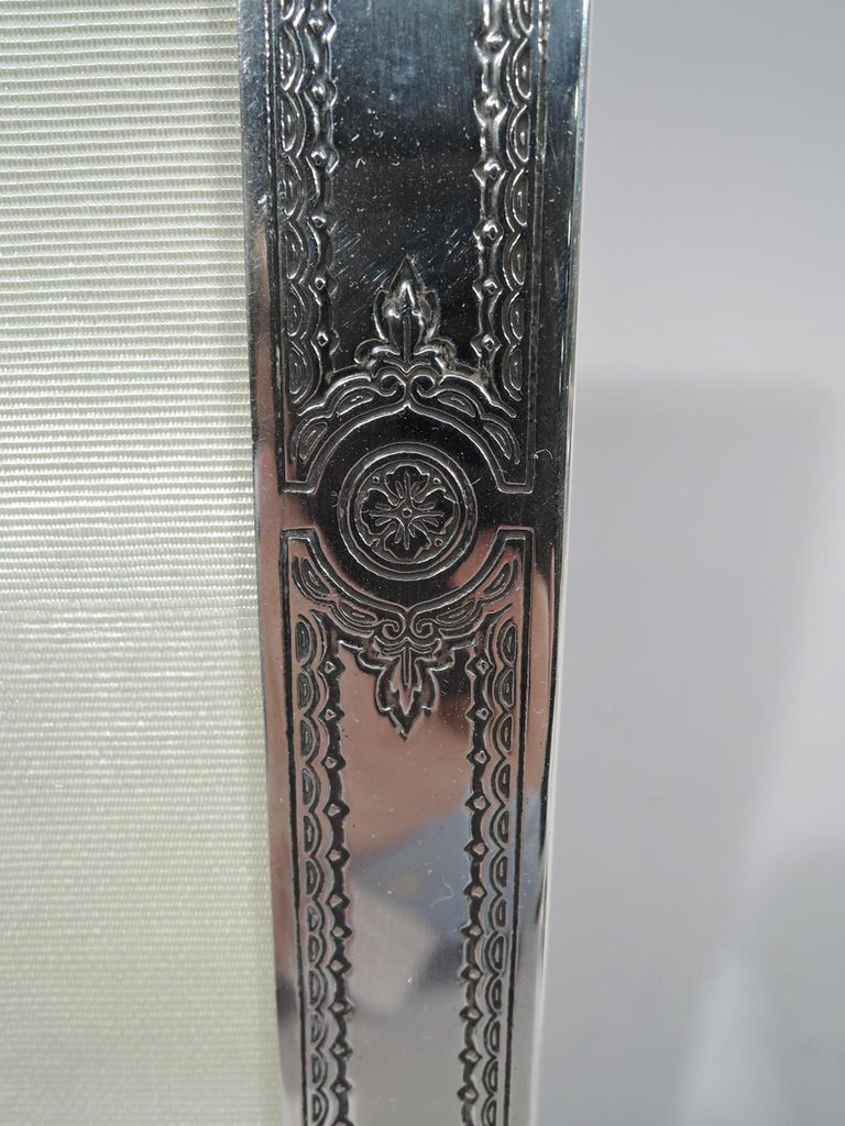 Antique American Edwardian Classical Sterling Silver Picture Frame In Excellent Condition For Sale In New York, NY