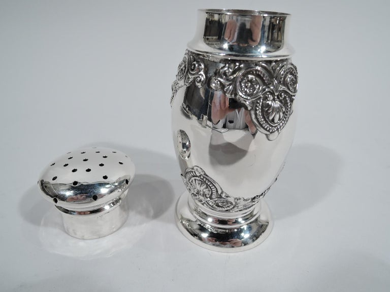 Antique American Edwardian Classical Sterling Silver Sugar Shaker In Excellent Condition For Sale In New York, NY
