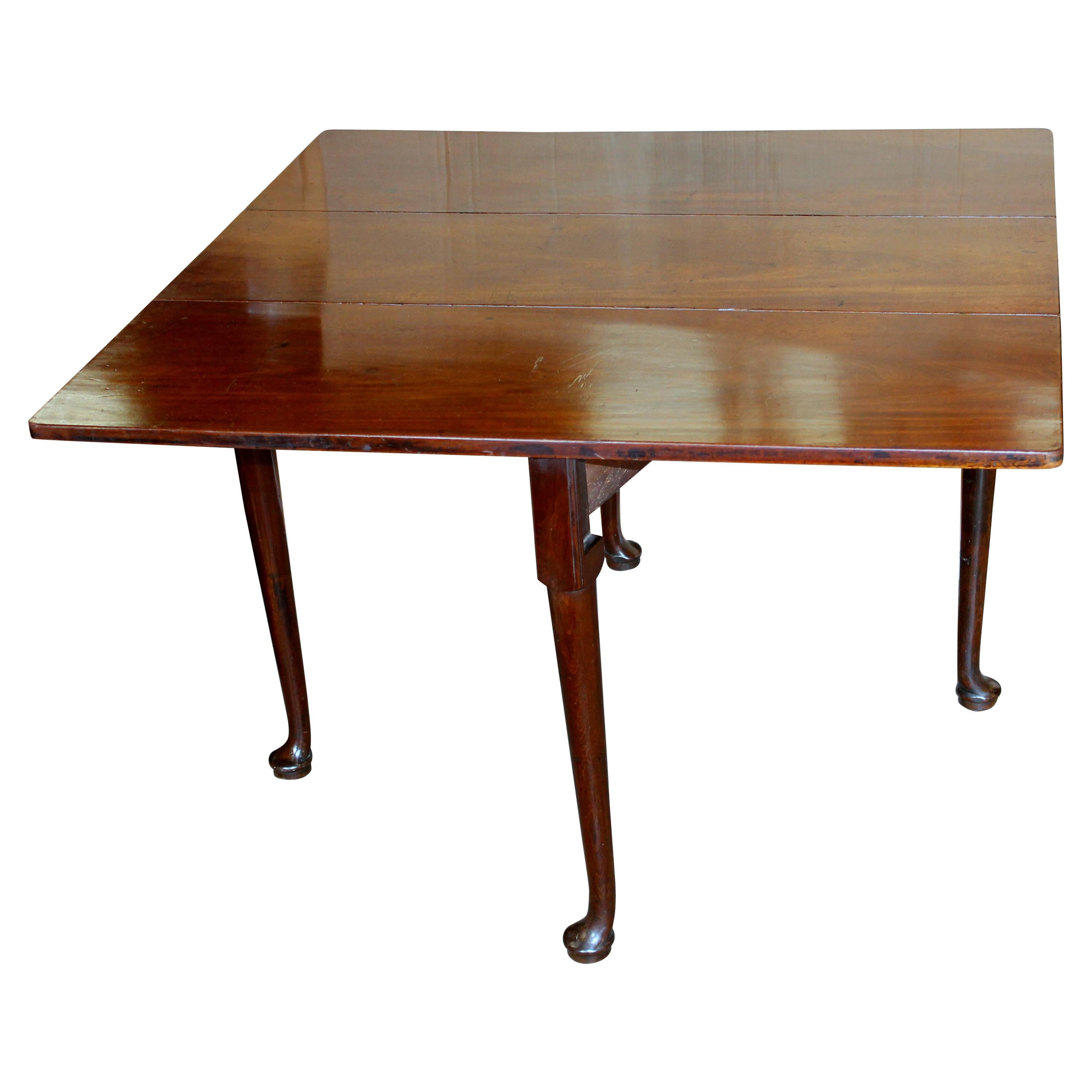 Antique American Federal Period Solid Mahogany Queen Anne Style Drop-Leaf Table