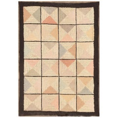 Antique American Hooked Rug. Size: 2 ft 3 in x 3 ft 2 in (0.69 m x 0.97 m)