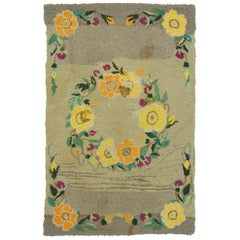 Antique American Hooked Rug with Cozy Cottage Colonial Style