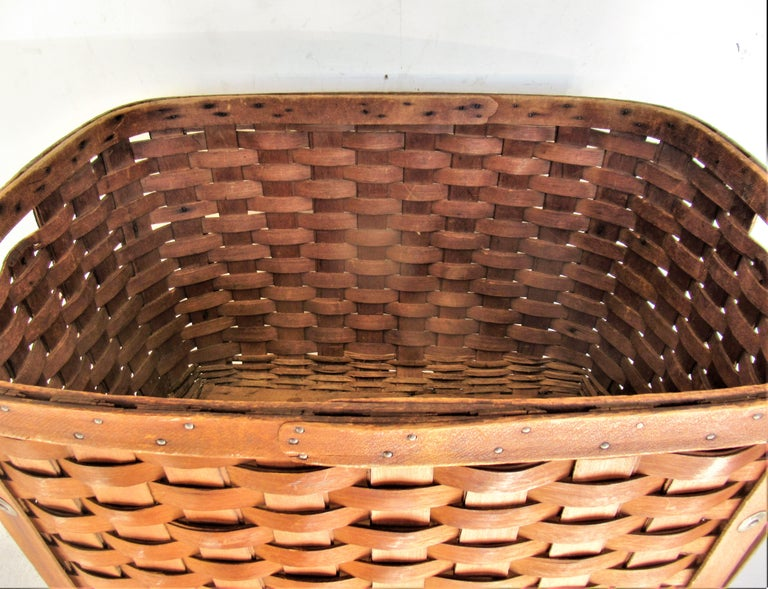 Antique  American Large Splint Basket, Circa 1900 For Sale 3