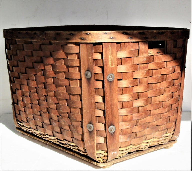 Antique  American Large Splint Basket, Circa 1900 For Sale 10