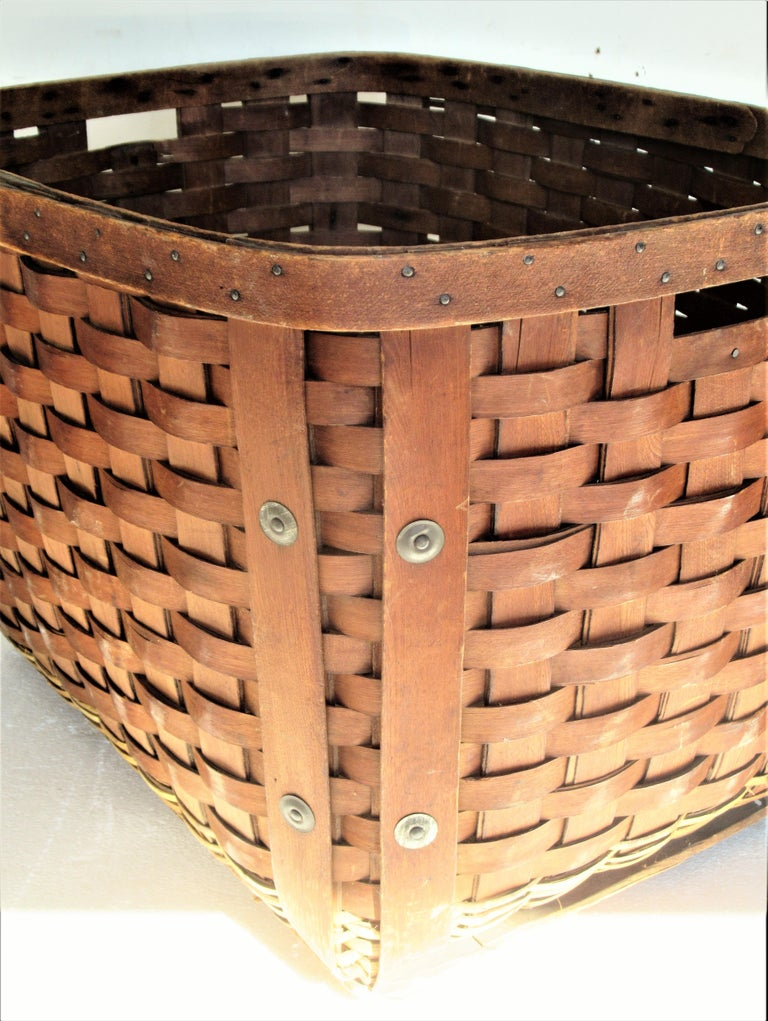 Country Antique  American Large Splint Basket, Circa 1900 For Sale