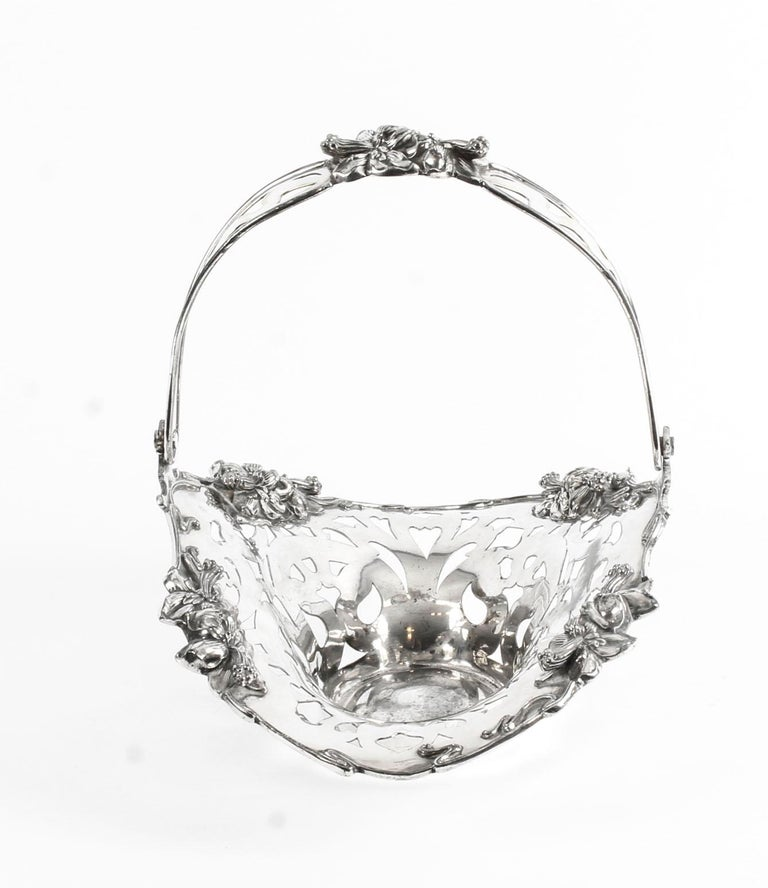 Antique American Silver Plated Fruit Basket The Meriden Silver Plate Co. 1904 For Sale 2