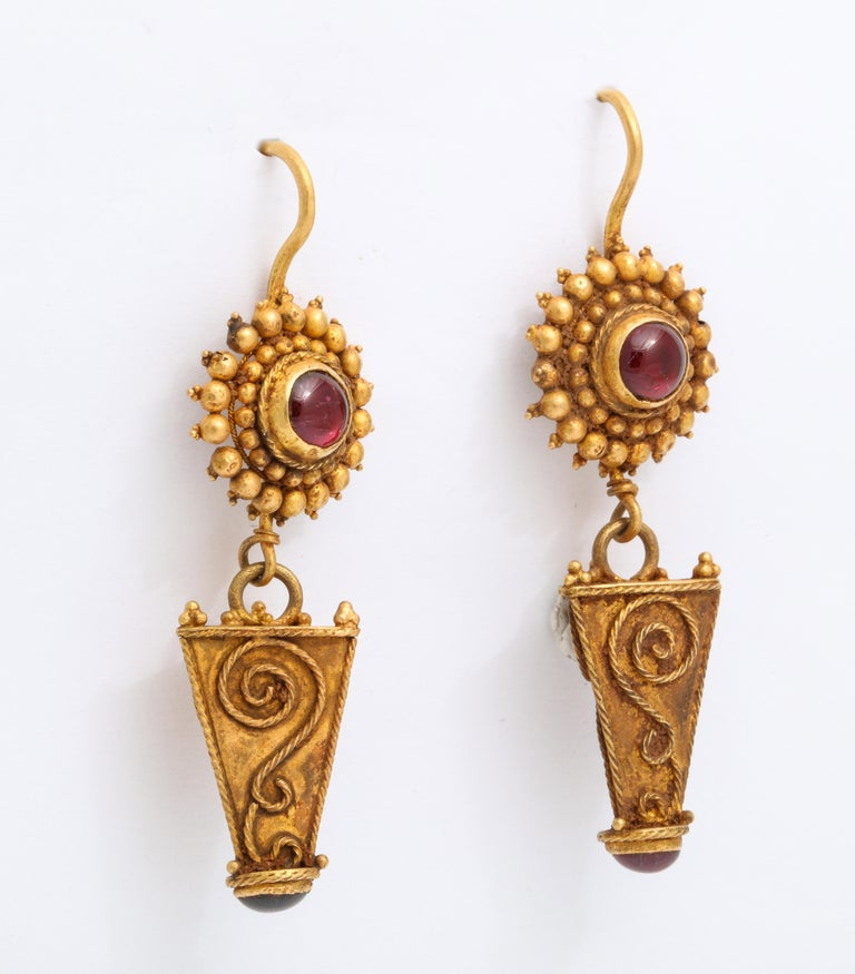 Classical Roman Antique Ancient Roman Gold and Garnet Earrings For Sale