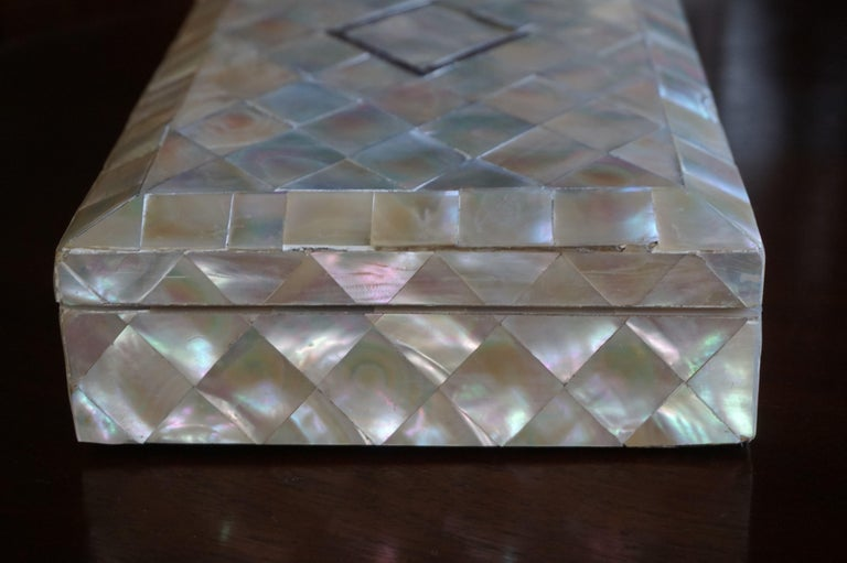 Antique and Extra Large Mother of Pearl Jewelry Box with Silver Lock and Hinges For Sale 3